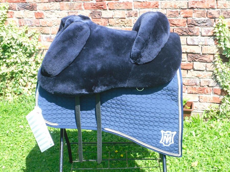 Mattes Lammfellsattel Modell Barock, Sitzgröße frei wählbar