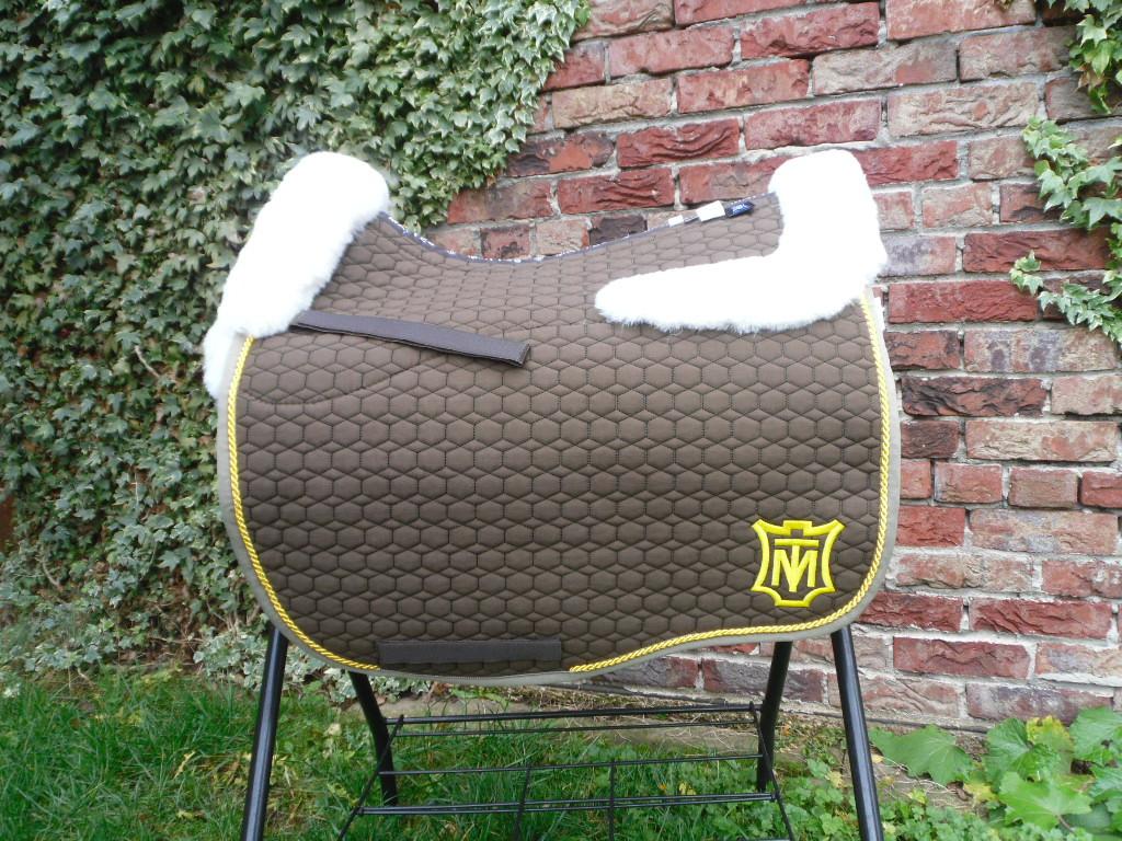 Eurofit Dressur Schabracke von Mattes Gr. L Fellkranz vorne & hinten taupe - weiß 1 Schmockkordel