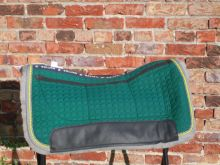 Correction Westernpad Mattes Stoff grün Fell grau 2 Kordeln 65 cm Quantum