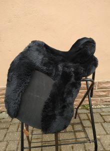 Lammfell Zalea für Deuber Sattel El Campo shorty Farbe schwarz mit schwarzem Ledereinsatz
