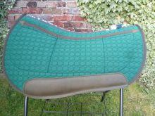 Westernpad Round Correction ohne Fell Sondergröße 65 cm Steppstoff grün Einfass braun